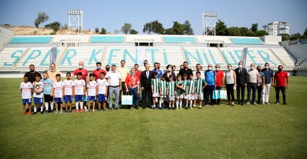 Nilüferli Şampiyonlara Başkan Erdem'den Ödül
