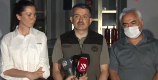 Topu belediyelere atan Bakan Pakdemirli'ye sert tepki