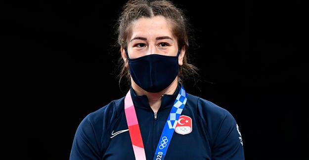TRT spikerinden milli sporcuya skandal ifade