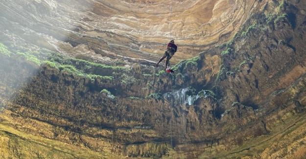 """112 metrelik """"Cehennem Kuyusu""""na indiler"""