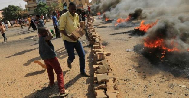 Sudan'da darbe: Geçici yönetim feshedildi, Ordu ülkede OHAL ilan etti