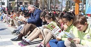 Bin öğrenci aynı anda kitap okudu
