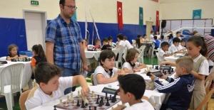 Spor Şenlikleri'nde çocuklarımızın satranç heyecanı