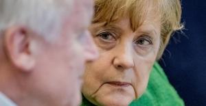 Almanya'da mülteci politikaları konusunda hükümet krizi