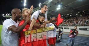Beşiktaş, LASK Linz'e 2-1 mağlup oldu ama turu geçti!