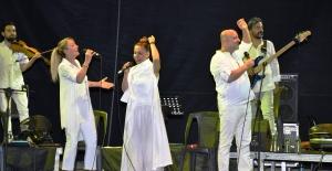 Kardeş Türküler 25. Yılını kutladı