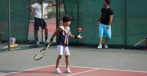 Tenis tutkunları Bursa'da buluşuyor