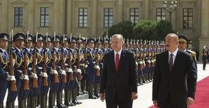 Azerbaycan Cumhurbaşkanı Aliyev, Erdoğan'la birlikte açılışını yapacağı rafineri için İzmir'e geldi