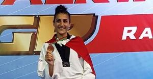 Dünya Tekvando Şampiyonu milli sporcu Hatice Kübra İlgün artık Bursa adına dövüşecek