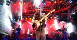 Kenan Doğulu'dan Bursa'lı hayranlarına muhteşem konser