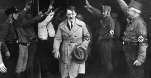 Adolf Hitler'in Yahudi bir kız çocuğuyla çekilmiş fotoğrafı açık arttırmada