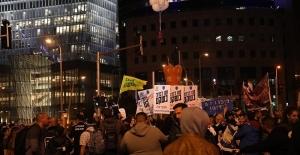 Tel Aviv'de göstericiler Netanyahu'yu istifaya çağırdı