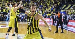 Fenerbahçe Beko, Real Madrid'i  65 - 63 skorla devirdi