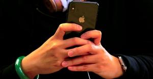 Uyuyan sevgilisinin parmak iziyle iPhone'a girdi, ceza aldı