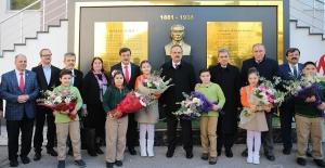 Bursa Valisi Yakup Canbolat öğrencilerin 'Karne Dağıtım Töreni'nde