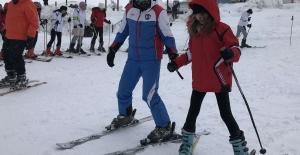 Bursalı Öğrencilerin kayak heyecanı