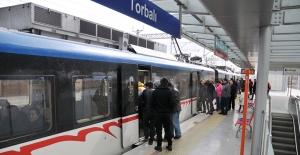 Tunç Soyer sözünü tuttu: İzmir'de belirli saatler arasında toplu taşıma %50 indirimli olacak