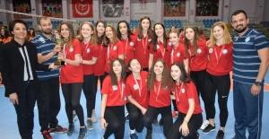Voleybol Şampiyonlarının kupa sevinci