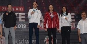 Bursa'nın Karatecilere 8 madalya