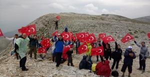 Uludağ'ın zirvesinde demokrasi yürüyüşü
