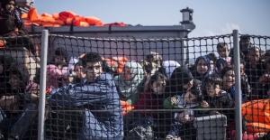 Anlaşmadan sonraki günlük sığınmacı geçişi rekoru kırıldı: Türk Büyükelçi Yunan Dışişlerine çağrıldı