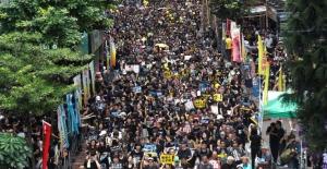Hong Kong Çin'e karşı sokakta