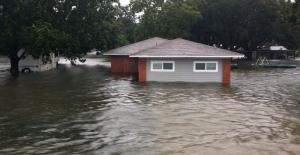 Imelda tropik fırtınası Teksas'ı vurdu