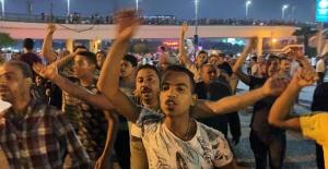 Kahire'de Sisi'ye karşı ilk protestoyu bir sosyal medya hesabının yolsuzluk suçlamaları tetikledi