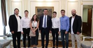 """""""Silinmeyen Yol Boyası"""" Mucidi Gençlere İmamoğlu sahip çıktı"""
