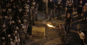Lübnan'da protestolar şiddetleniyor: 2 gösterici yaşamını yitirdi, 70 gözaltı, okullar ve özel bankalar tatil edildi
