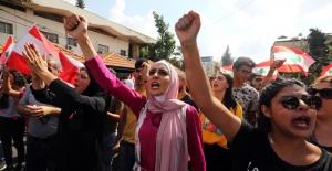 Protestoların birleştirdiği Lübnanlılar, pazar günü de ülke çapında sokaklara döküldü