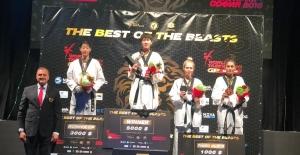 Taekwondo sporcumuz Hatice Kübra'dan 'Bronz Madalya'