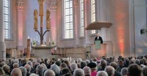 bAlman Protestan Kilisesi#039;nde çoğu.../b