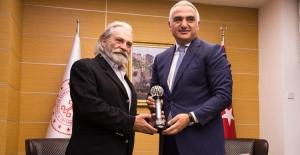 Kültür ve Turizm Bakanı Ersoy, Haluk Bilginer'i tebrik etti