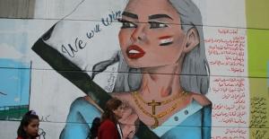 Irak'ta Kadınların sesleri Bağdat duvarlarından yankılanıyor