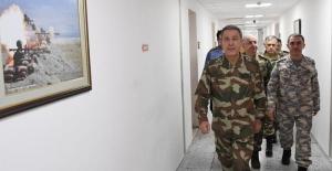 Milli Savunma Bakanı Akar: İdlib'deki 12 gözlem noktasını boşaltmayacağız