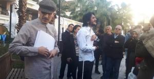 Görme engelli oyunculardan yönetmene sahnede protesto