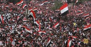 """Irak'ta ABD karşıtı gösteriye on binler katıldı: """"Yankee Go Home!.."""""""