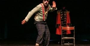 Nâzım'ın ölümsüz dizeleri tiyatro sahnesinde