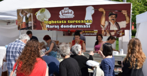 """Yazarımız ALİ KAYBAL'ın Bükreş'teki tarihi ve turistik incelemeleri (11) - """"Bükreş'te Türk Festivali, Mehteran Takımı ve Maraş Dondurmacısı"""""""