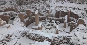 Göbeklitepe kar altında kaldı, arkeolog isyan etti