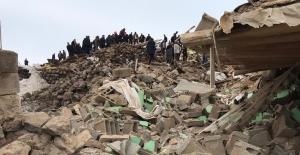 İran'daki deprem Van'ı da vurdu ve 9 can aldı