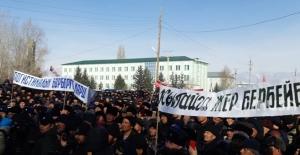 """Kırgızistan'da Çinli Şirkete karşı protesto: """"Çin'e yer vermeyeceğiz!.."""""""