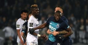 Portekiz'de ırkçılığa tepki gösteren futbolcu maçı bırakıp gitti