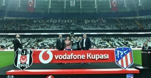 Beşiktaş ve Atlético de Madrid kadın futbol takımları maçı 33 bin seyirciyle rekor kırdı