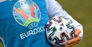UEFA, EURO 2020'nin bir yıl ertelenmesini salı günü oylayacak