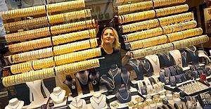 Altın tarihi zirve fiyatlarını sürdürüyor