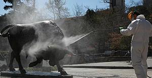 Sokağa çıkma yasağı sürerken İBB ekipleri kenti dezenfekte etti