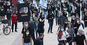 Tel Aviv'de yüzlerce kişi Netanyahu'yu protesto etti