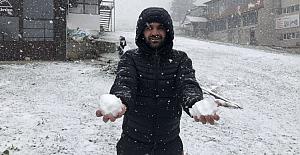 Bursa Uludağ'da Mayıs sonunda kar yağışı